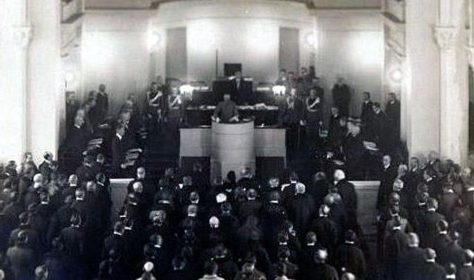 Posiedzenie otwierające obrady Sejmu Ustawodawczego Posiedzenie otwierające obrady Sejmu Ustawodawczego Źródło: domena publiczna.