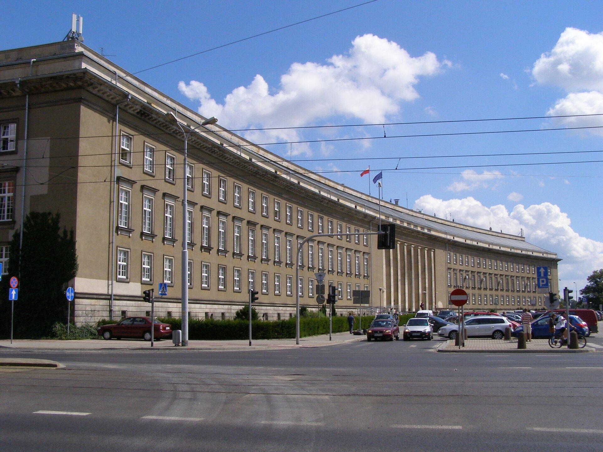Urząd Wojewódzki we Wrocławiu Urząd Wojewódzki we Wrocławiu Źródło: Andrzej Otrębski, licencja: CC BY-SA 3.0.