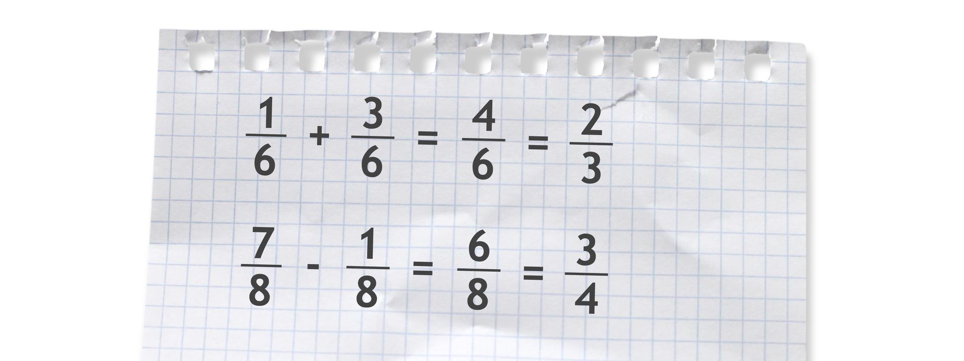 Dwa przykłady. Pierwszy: jedna szósta plus trzy szóste równa się cztery szóste równa się dwie trzecie. Drugi: siedem ósmych minus jedna ósma równa się sześć ósmych równa się trzy czwarte.