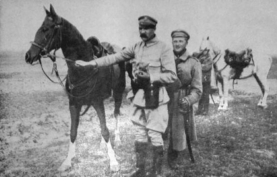 Józef Piłsudski zKasztanką Józef Piłsudski zKasztanką Źródło: domena publiczna.