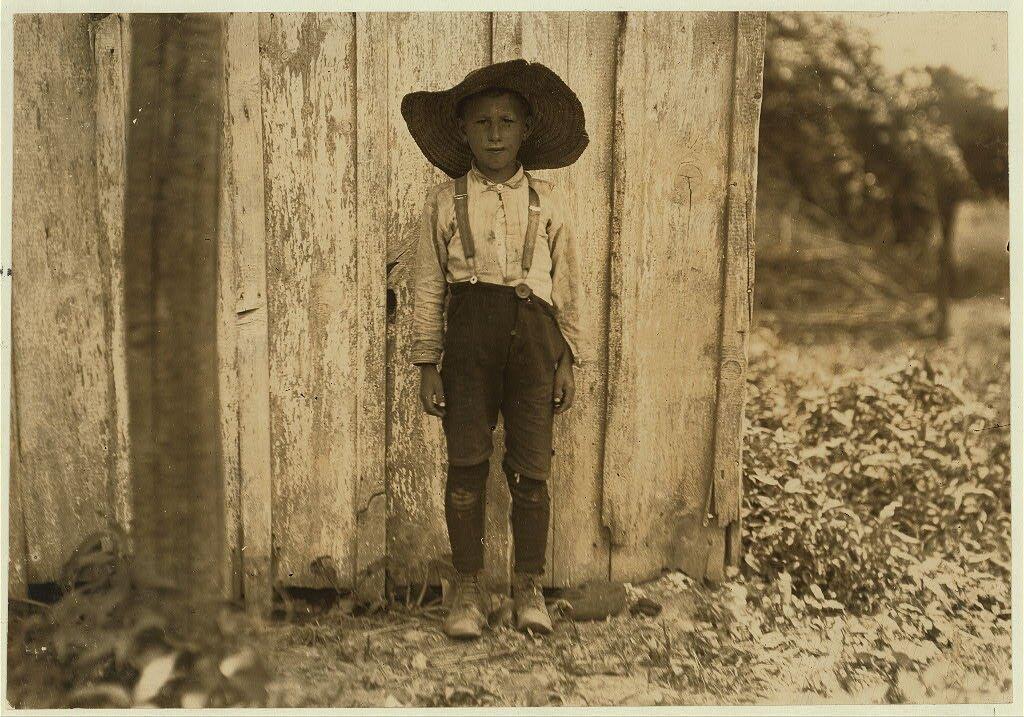 John Slebzak John Slebzak zrodziny polskich emigrantów Źródło: Lewis Wickes Hine, John Slebzak, 1909, fotografia, Biblioteka Kongresu USA, domena publiczna.