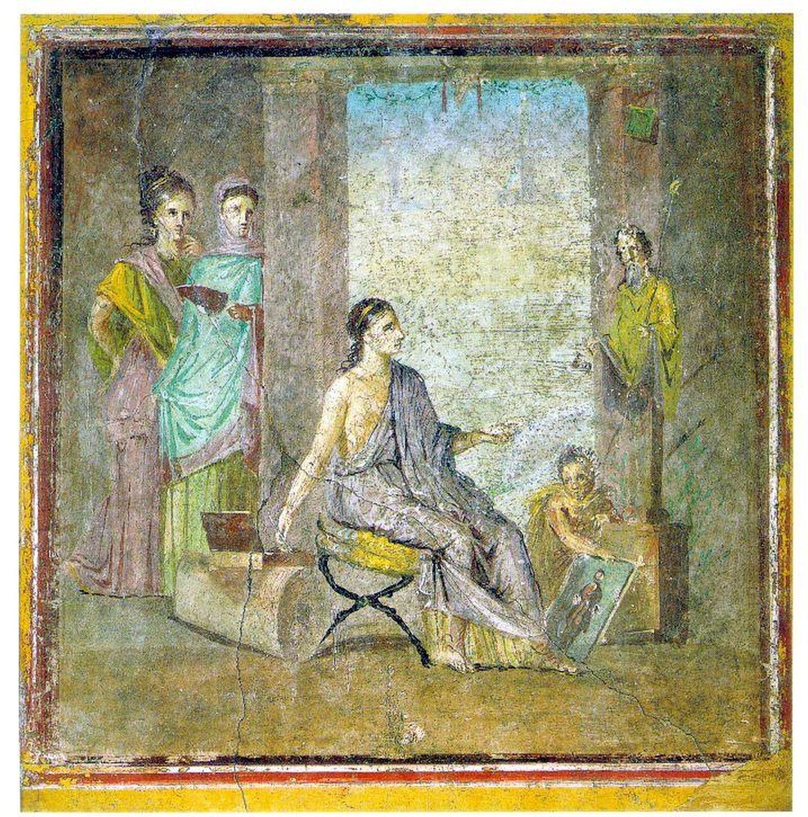 """Fresk nieznanego autora pod tytułem """"Malarka"""" przedstawia tytułową kobietę, która tworzy obraz. Siedzi ona na żółtym krześle. Ma długie ciemne włosy. Tuż obok jej stóp leży malowany obraz. Scenie przyglądają się dwie młode kobiety schowane za kolumną. Malarka przygląda się rzeźbie, którą chce uwiecznić. Asystuje jej małe dziecko."""