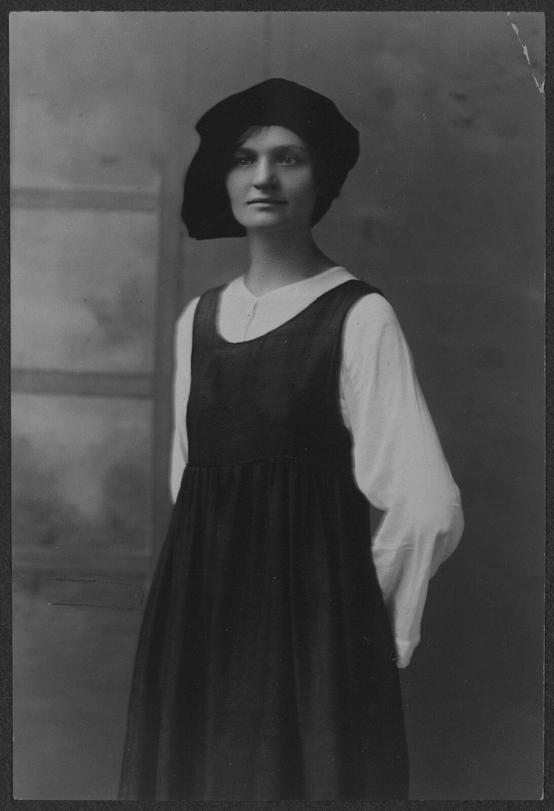 Rose Winslow Rose Winslow, córka polskiego górnika zPensylwanii; od 11 do 19 roku życia - do czasu, gdy zachorowała na gruźlicę - pracowała wprzędzalni; działaczka kobiecych związków zawodowych Źródło: Rose Winslow, 1916, fotografia, Biblioteka Kongresu USA, licencja: CC BY-SA 3.0.