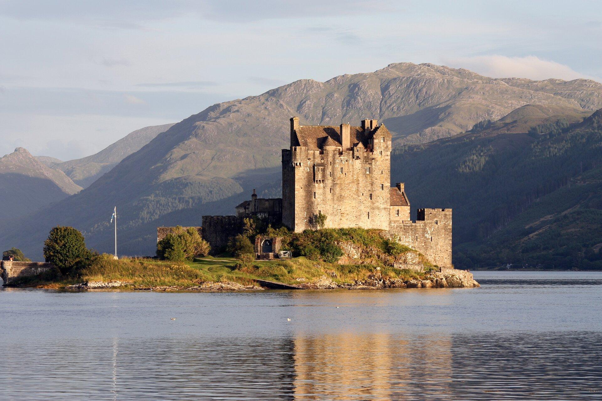 Zamek Eilean Donan wSzkocji Zamek Eilean Donan wSzkocji Źródło: Guillaume Piolle, Wikimedia Commons, licencja: CC BY 3.0.