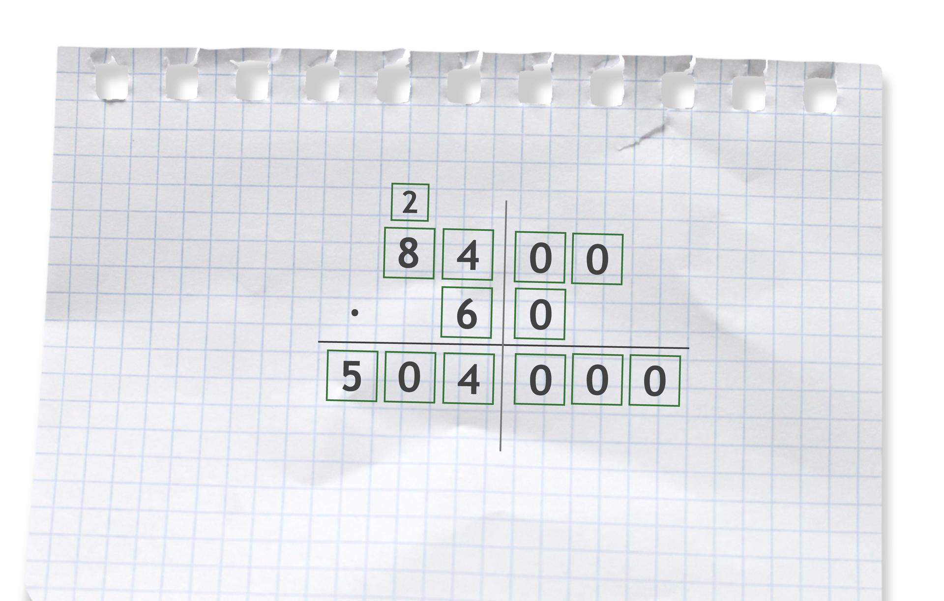 Przykład mnożenia pisemnego: 8400 razy 60 =50400.