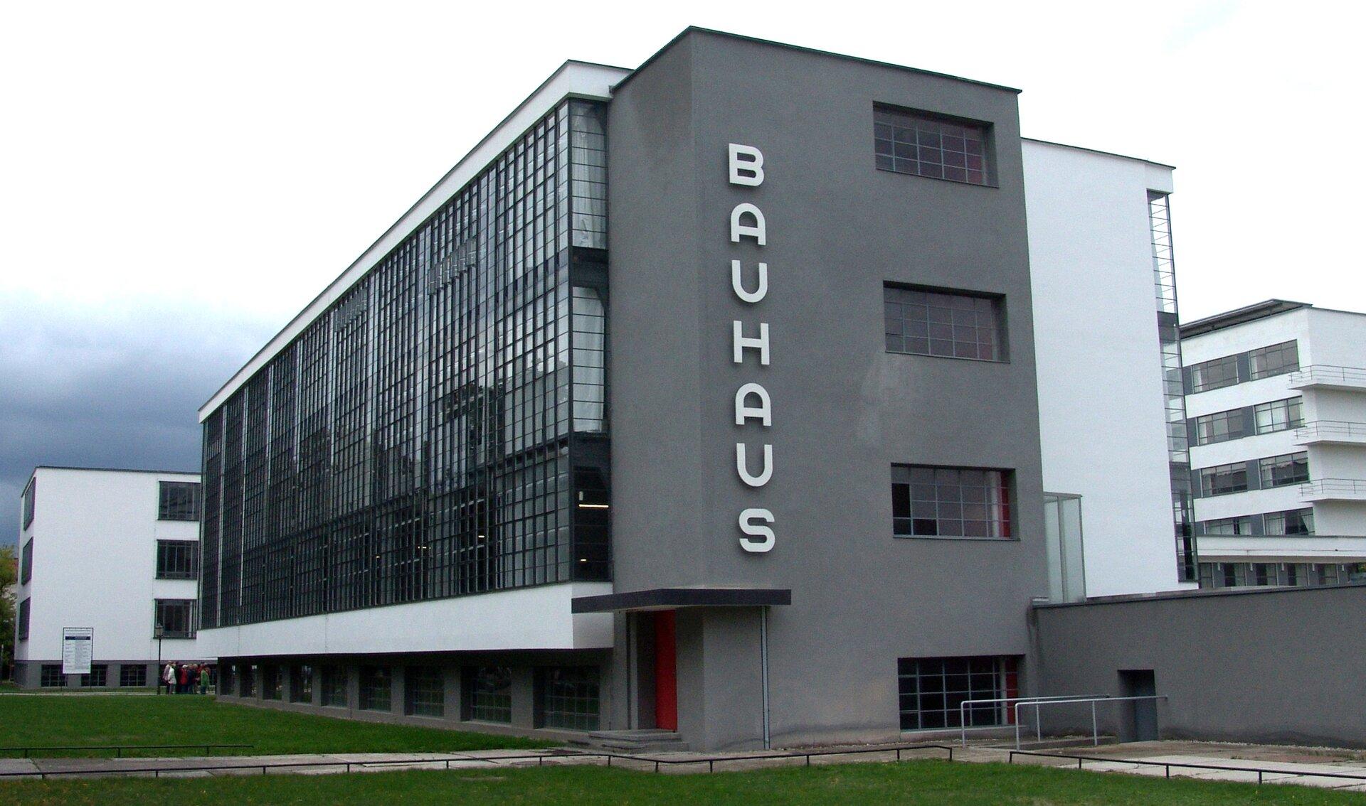 Drugasiedziba Bauhausu wDessau Drugasiedziba Bauhausu wDessau Źródło: Walter Gropius, 1925–1926, licencja: CC BY-SA 3.0.