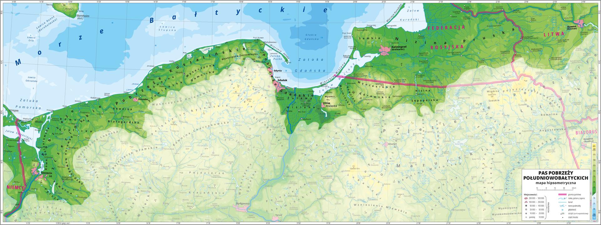 Ilustracja przedstawia mapę hipsometryczną Pobrzeży Południowobałtyckich na terenie Niemiec, Polski iFederacji Rosyjskiej. Treść niedotyczącą pasa pobrzeży została zamglona. Na mapie dominuje kolor zielony oznaczający niziny. Oznaczono iopisano miasta, rzeki, jeziora iszczyty. Opisano pobrzeża ipojezierza, niziny, równiny iwysoczyzny, morze, zatoki iwyspy. Opisano państwa sąsiadujące zPolską. Czerwoną wstążko zaznaczono granice państw. Dookoła mapy wbiałej ramce opisano współrzędne geograficzne co trzydzieści minut. Wlegendzie opisano znaki użyte na mapie.