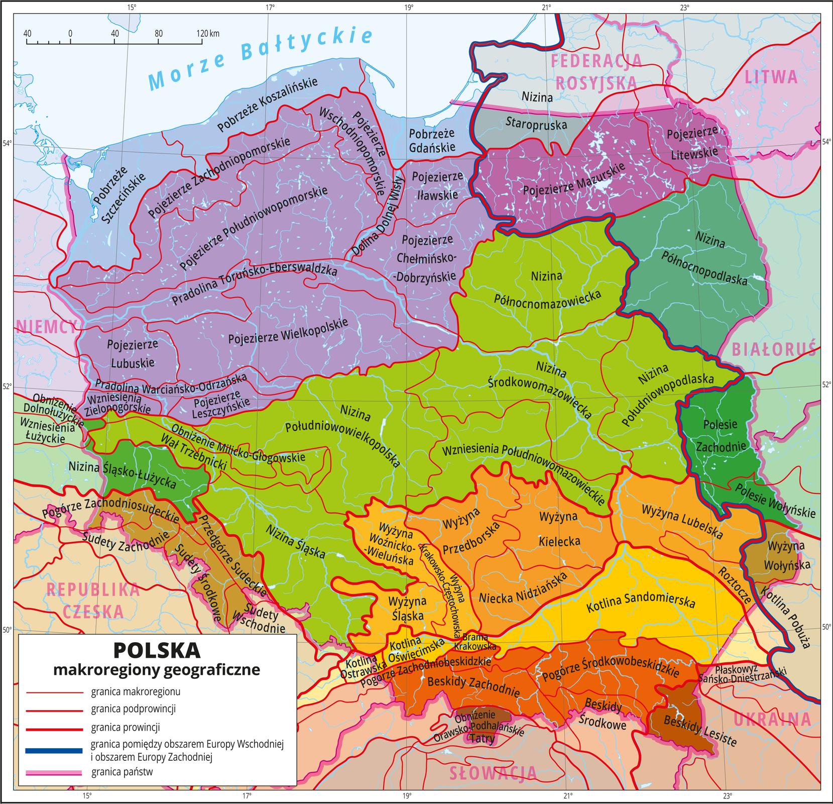 Ilustracja przedstawia mapę Polski zwydzielonymi różnymi kolorami podprowincjami, awewnątrz nich pooddzielane cienkimi czerwonymi liniami są makroreginy. Wydzielone są następujące podprowincje – kolorem niebieskim wydzielone są Pobrzeża Południowobałtyckie, szaroniebieskim Pobrzeża Wschodniobałtyckie, fioletowym Pojezierza Połuniowobałtyckie, fioletowym ciemniejszym Pojezierza Wschodniobałtyckie, ciemnozielonym Niziny Sasko-Łużyckie, jasnozielonym Niziny Środkowopolskie, zielononiebieskim Wysoczyzny Podlasko-Białoruskie, innym odcieniem ciemnozielonym Polesie, jasnobrązowym Sudety iPogórze Sudeckie, jasnopomarańczowym Wyżyna Śląsko-Krakowska, pomarańczowym Wyżyna Małopolska, innym odcieniem pomarańczowego Wyżyna Lubelsko-Lwowska, brązowym Wyżyna Wołyńsko-Podlaska, żółtopomarańczowym Północne Podkarpacie, czerwonobrązowym Zewnętrzne Karpaty Zachodnie, intensywnym czerwonobrązowym Centralne Karpaty Zachodnie, oraz innym odcieniem tego koloru Beskidy Wschodnie.Czerwonymi liniami średniej grubości zaznaczono granice między podprowincjami geograficznymi wramach wydzielonych wcześniej prowincji.Cienkimi czerwonymi liniami zaznaczono granice makroregionów wobrębie podprowincji iopisano je. Wkażdej podprowincji wydzielono kilka makroregionów.Przez Polskę przebiega zaznaczona granatową grubszą linią granica pomiędzy obszarem Europy Wschodniej iobszarem Europy Zachodniej.Kolory poza granicami Polski są zamglone, opisane są państwa sąsiadujace zPolską iMorze Bałtyckie.