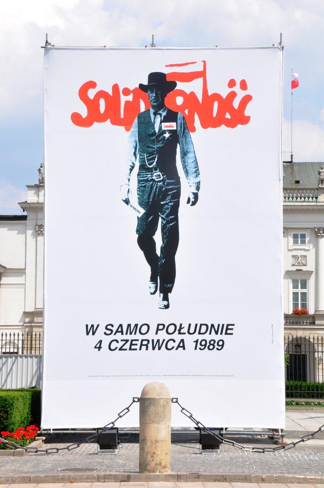 """Polskie obrady """"Okrągłego Stołu"""" iwybory, które odbyły się 4 czerwca 1989 roku zapoczątkowały liczne późniejsze zmiany na mapie politycznej wEuropie Środkowej."""