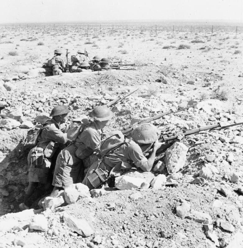 Australijscy żołnierze zajmują przednie położenie linii ognia wTobruku Zdjęcie nr 1 Źródło: Smith, Australijscy żołnierze zajmują przednie położenie linii ognia wTobruku, Imperial War Muzeum , licencja: CC 0.