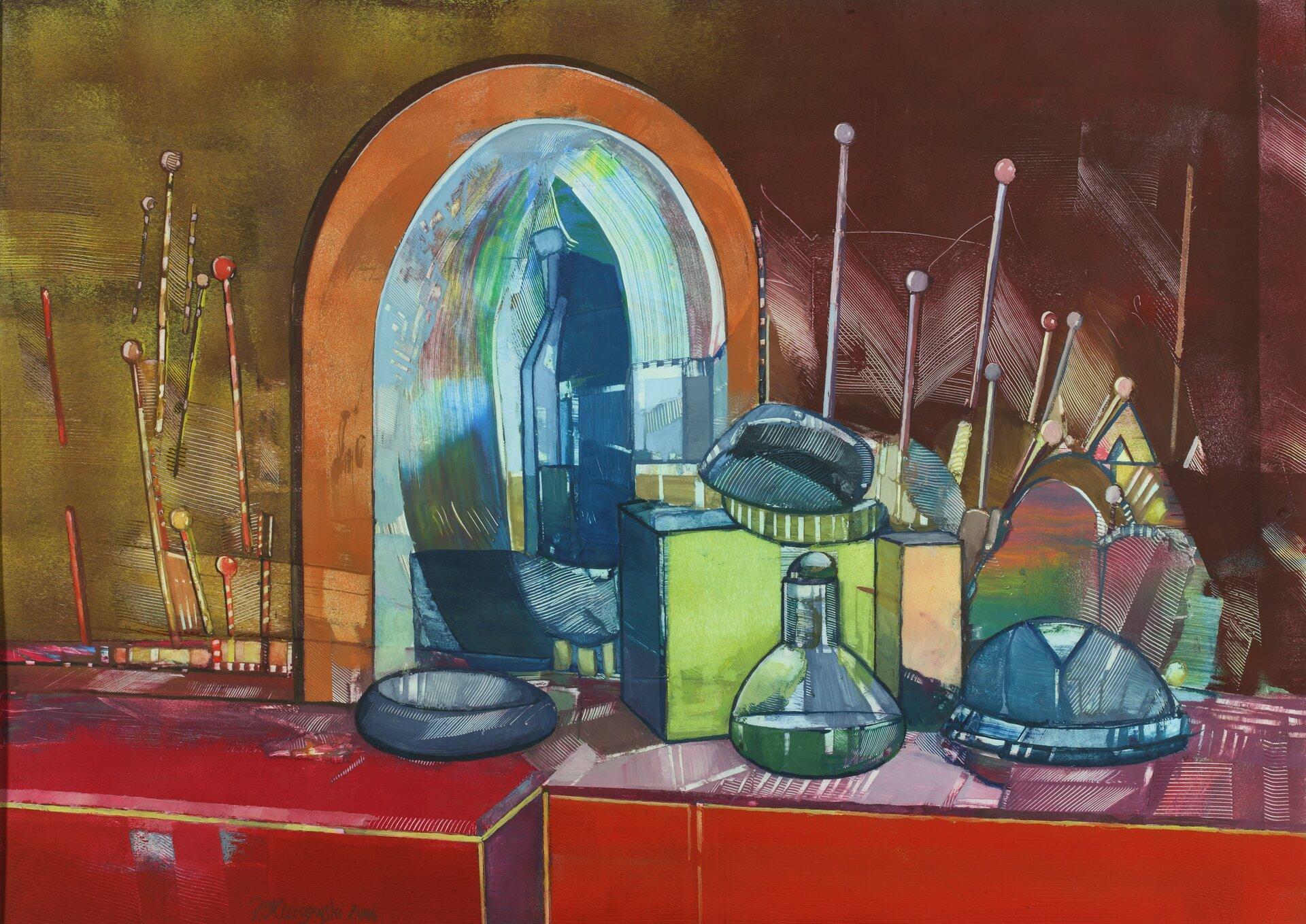 """Ilustracja przedstawia obraz olejny """"Martwa natura"""" autorstwa Piotra Klugowskiego. Kompozycja ukazuje dwie czerwone szafki ustawione pod brązowo-ugrową ścianą na których znajdują się różnego rodzaju przedmioty, pudła inaczynia atakże liczne, długie pałeczki zokrągłymi końcówkami. Na jednej zszafek ustawione jest również półokrągłe lustro wjasnobrązowej ramie. Obraz cechuje się dużym uproszczeniem form. Przedmioty obrysowane są wyraźnym konturem. Dla artysty nie jest ważny detal. Przy pomocy prostych środków wyrazu stara się oddać charakter przedstawionych elementów. Praca wykonana została wszerokiej gamie barw: począwszy od chłodnych granatów, poprzez zielenie ibrązy aż do gorących czerwieni ipomarańczy."""
