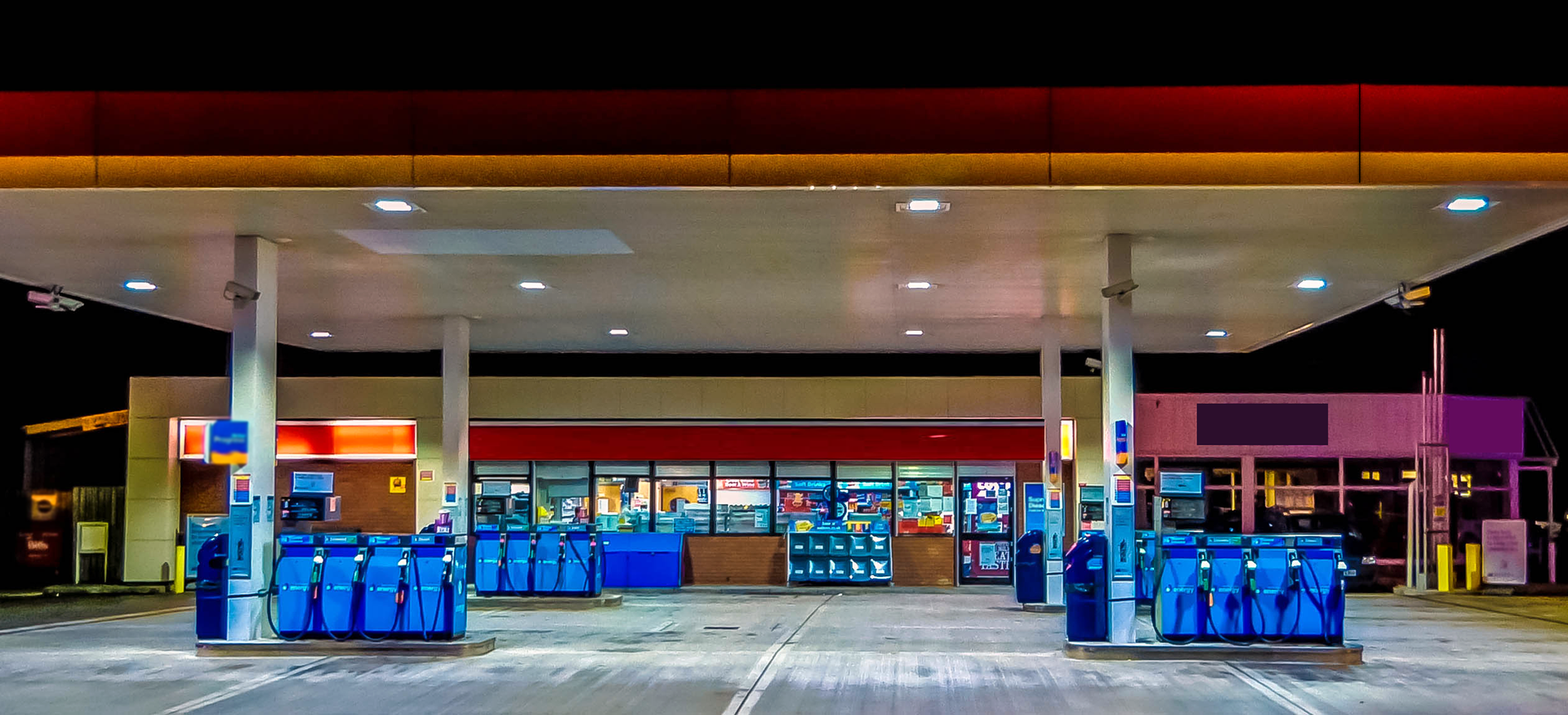 Zdjęcie stacji benzynowej.
