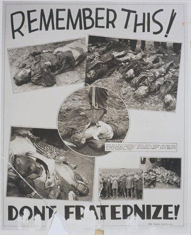 """Ilustracja 2Plakat znapisem: """"Zapamiętaj to! Nie brataj się!"""", 1945 r."""
