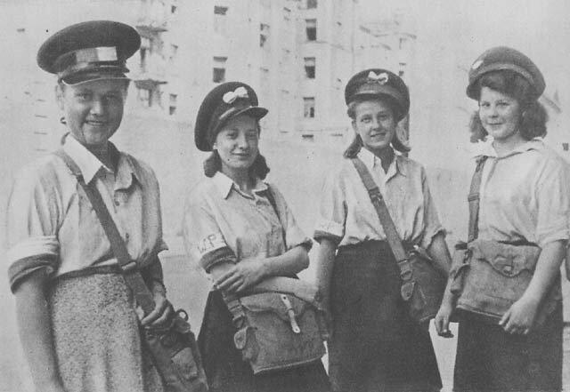 Listonoszki Harcerskiej Poczty Polowej Zawiszacy Zdjęcie nr 4 Źródło: Listonoszki Harcerskiej Poczty Polowej Zawiszacy, 1944, domena publiczna.