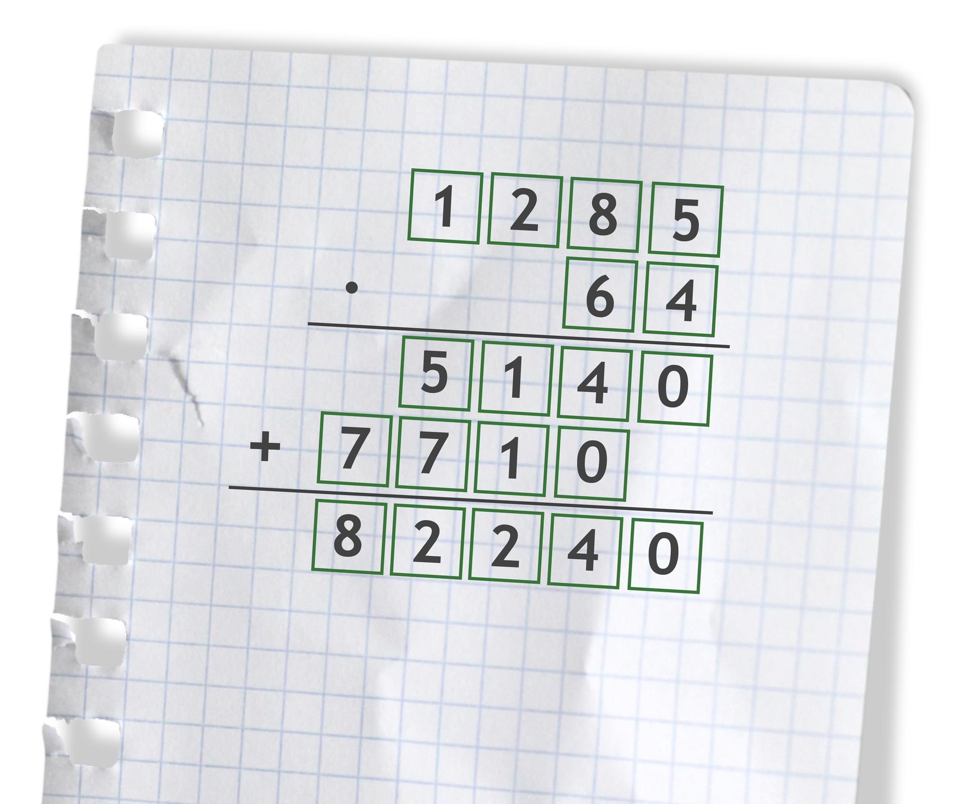 Przykład: 1285 razy 64 =82240. Rozwiązanie zadania podpunkt d.