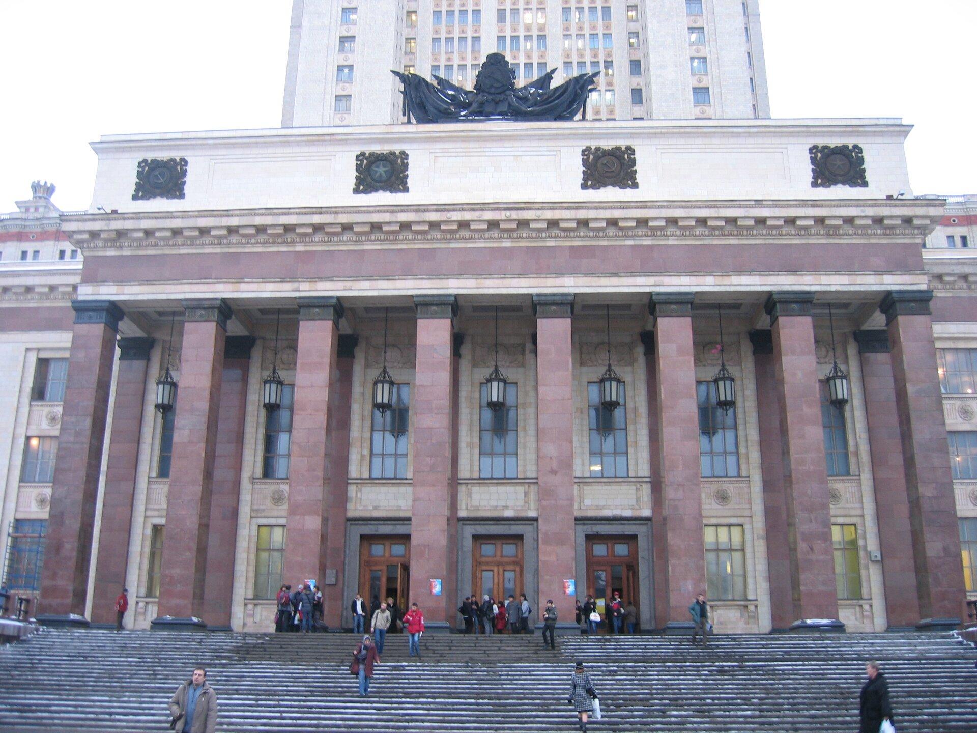 Budynek Uniwersytetu im. Łomonosowa wMoskwie Budynek Uniwersytetu im. Łomonosowa wMoskwie Źródło: Wikimedia Commons, licencja: CC BY-SA 3.0.