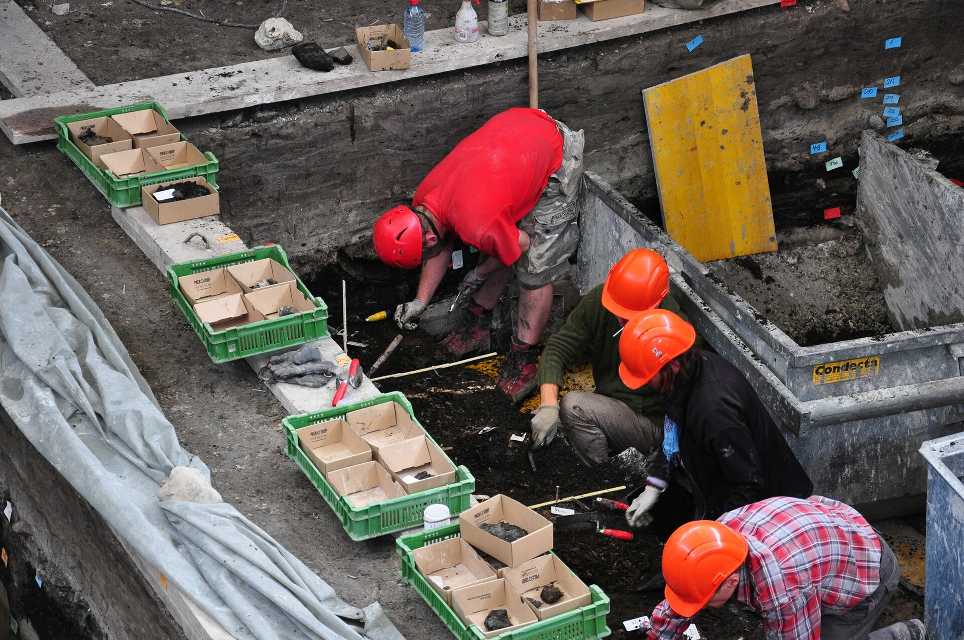 Archeolodzy przy pracy Archeolodzy przy pracy Źródło: Roland zh, Wikimedia Commons, licencja: CC BY-SA 3.0.