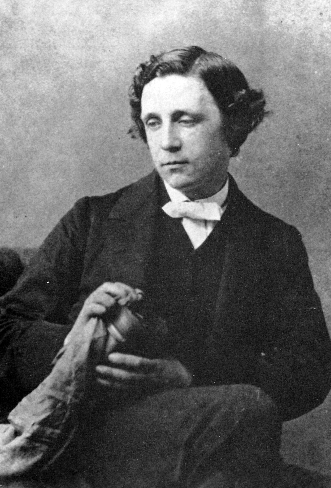 Lewis Carroll - portret do biogramu Źródło: domena publiczna.