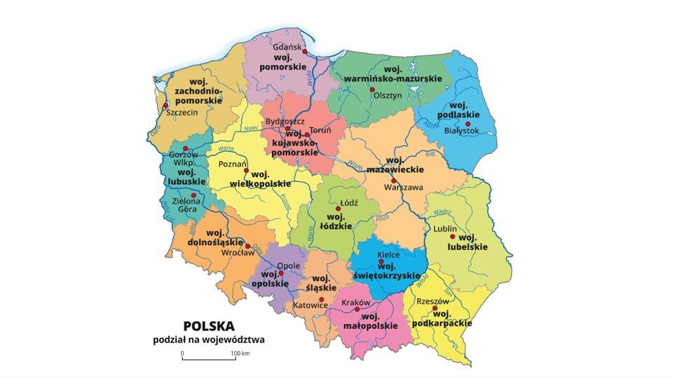 Mapa administracyjna Polski. Kolorami zaznaczony podział kraju na województwa. Kropkami oznaczono stolice województw iopisano je. Kliknięcie na wybrane województwo sprawia, że otwiera się mapa danego województwa. Na mapie każdego województwa zaznaczono granice powiatów, kropkami zaznaczono miasta będące stolicami powiatów. Innym kolorem wyróżniono powiaty grodzkie zmiastami na prawach powiatu. Większymi kropkami oznaczono stolice województw iopisano je większą czcionką niż pozostałe miasta. Powtórne kliknięcie na mapę województwa kieruje nas na mapę administacyjną Polski.