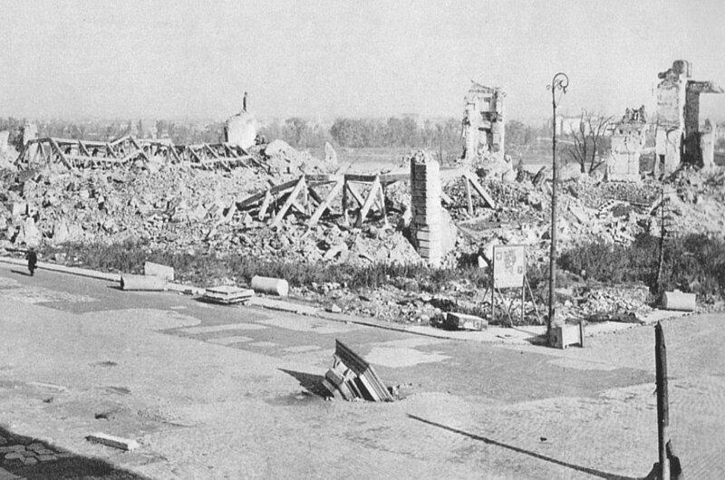 Pozostałości Zamku Królewskiego wWarszawie wysadzonego 27 listopada 1944 na rozkaz Adolfa Hitlera.