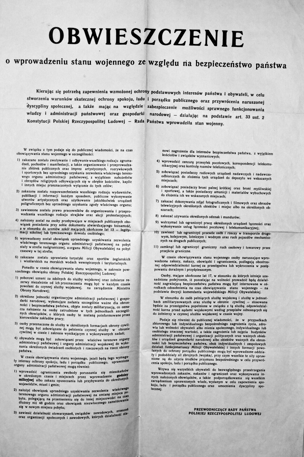 Obwieszczenie Rady Państwa owprowadzeniu stanu wojennego Źródło: Briho, Obwieszczenie Rady Państwa owprowadzeniu stanu wojennego, domena publiczna.