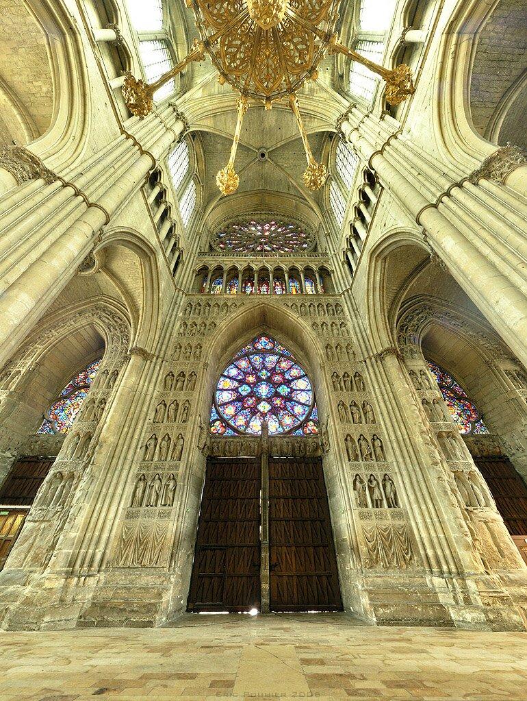 Wnętrze katedry wReims (widok wkierunku zachodnim) Wnętrze katedry wReims (widok wkierunku zachodnim) Źródło: Eric Pouhier, druga połowa XIII wieku, licencja: CC BY-SA 2.5.