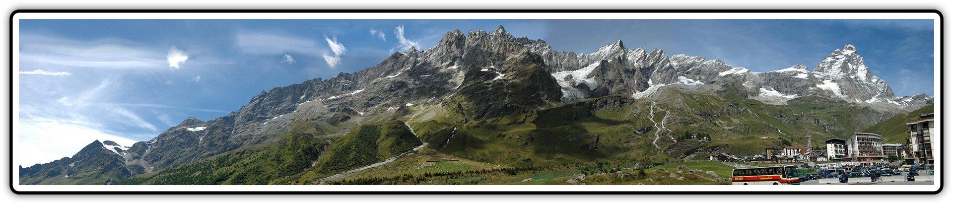Fotografia po fotomontażu przedstawijąca panoramę Alp