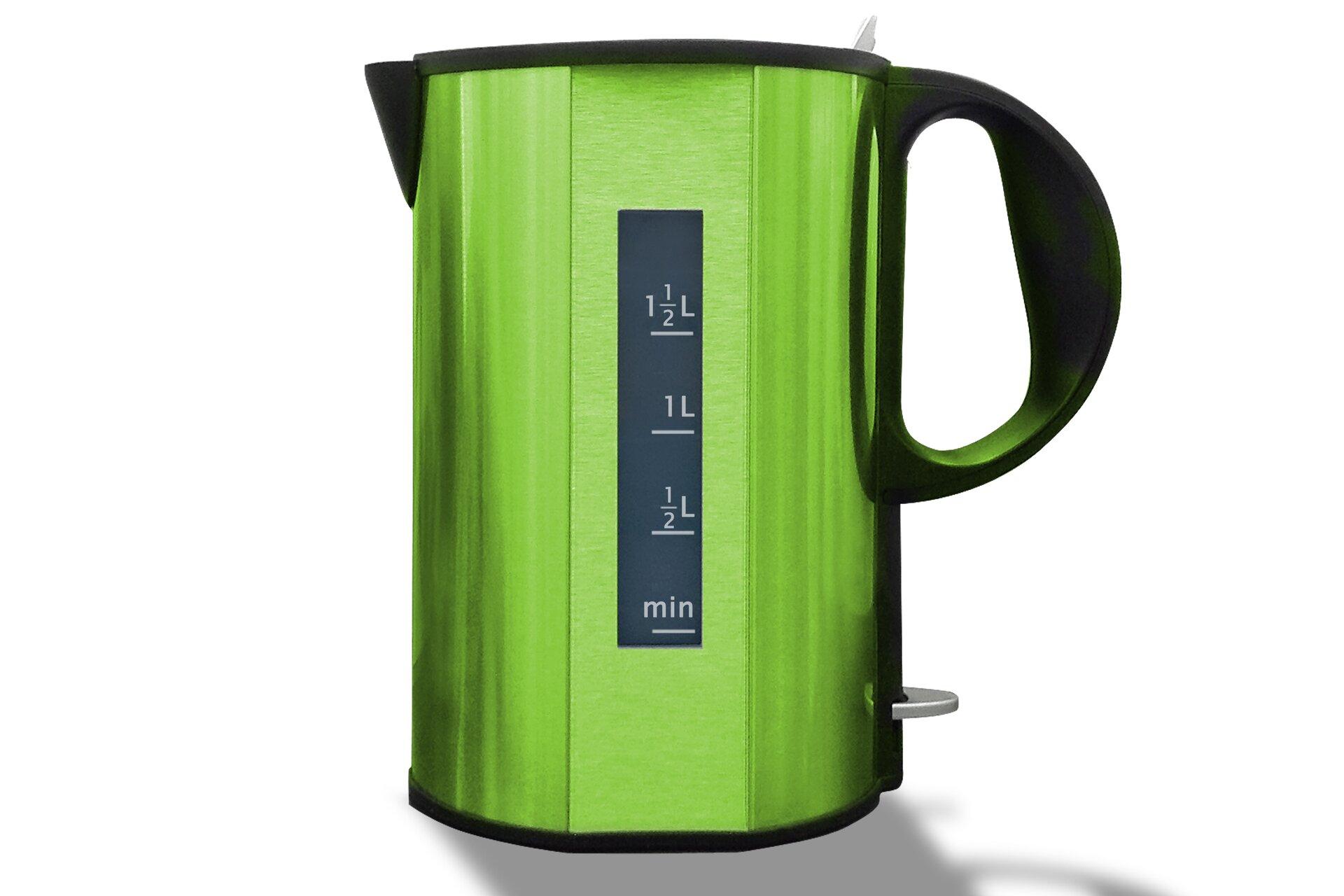 Zdjęcie czajnika elektrycznego – wskaźnik poziomu wody oznaczony ułamkami zwykłymi.