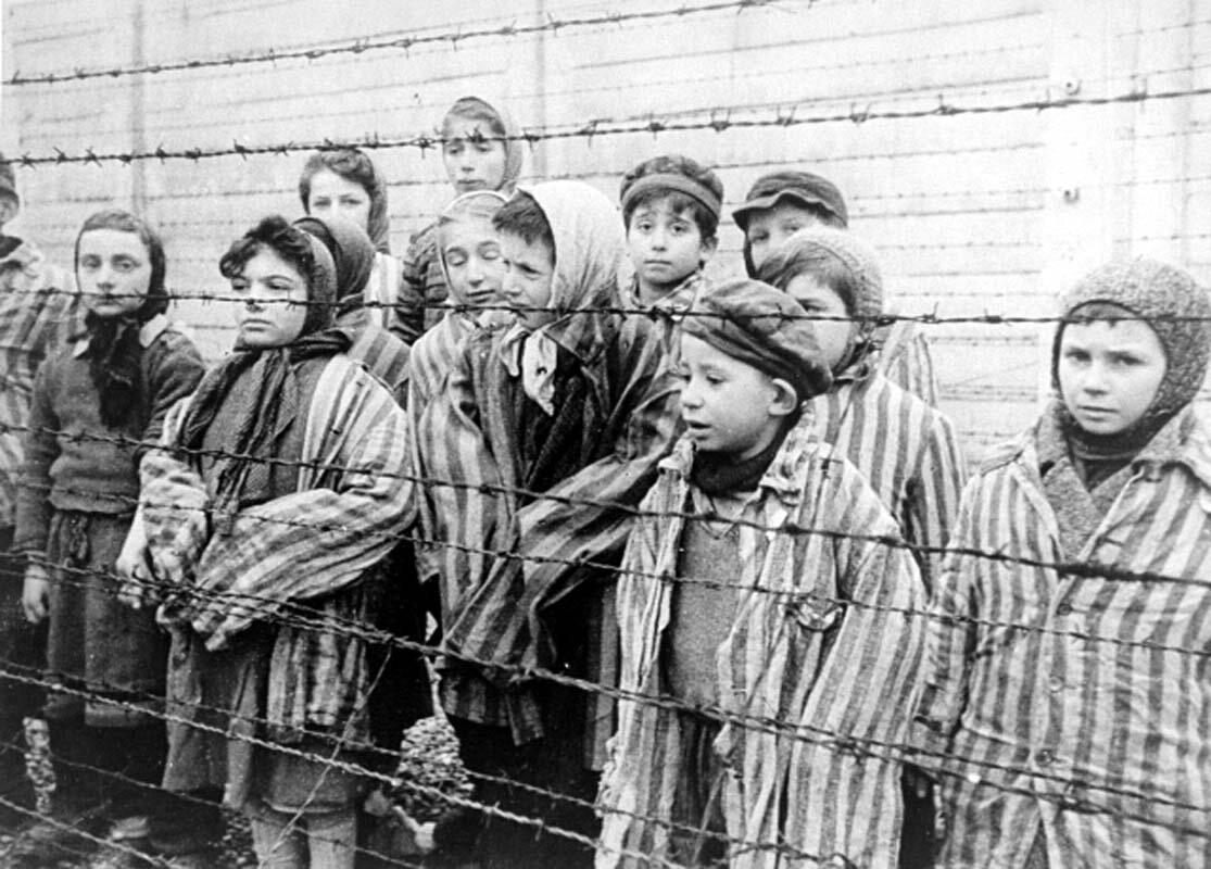 Dzieci - więźniowie obozu Auschwitz-Birkenau Źródło: Dzieci - więźniowie obozu Auschwitz-Birkenau, licencja: CC 0.