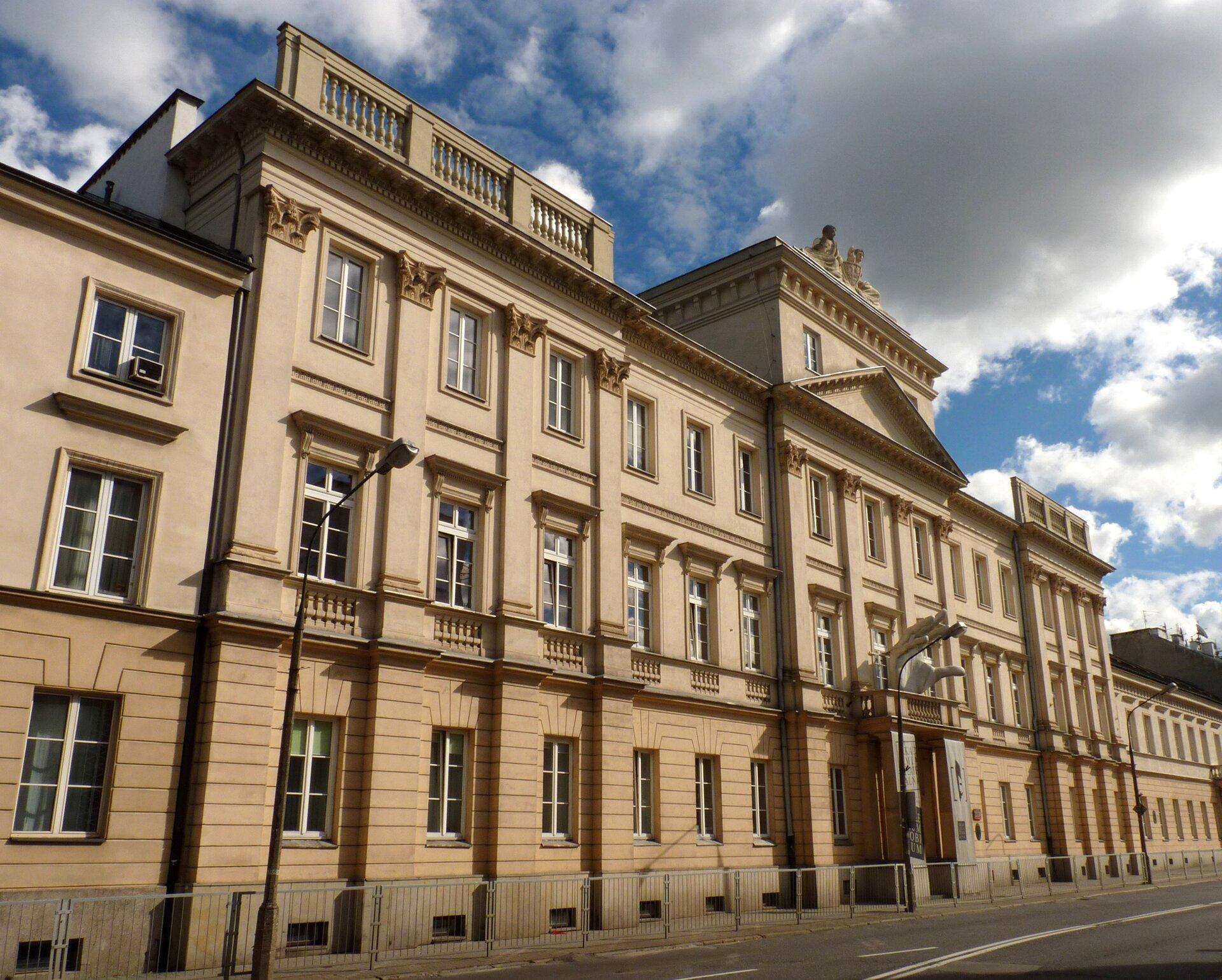 Collegium Nobilium Budynek, wktórym mieściła się szkoła pijarów Collegium Nobilium. Źródło: Olekwarszawiak, Collegium Nobilium, licencja: CC BY-SA 3.0.