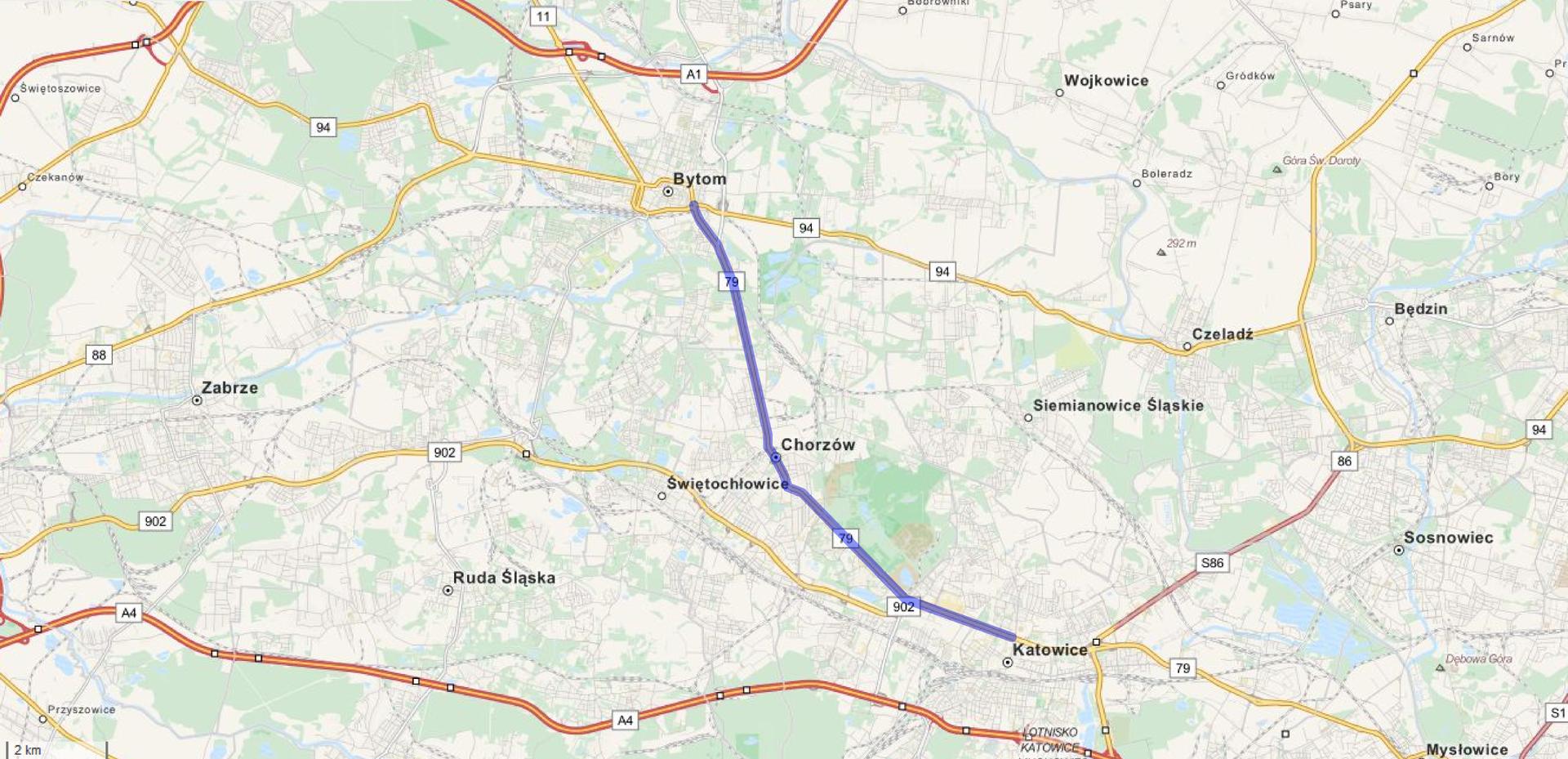 Ilustracja przedstawia fragment mapy Górnego Śląska. Na mapie zaznaczono niebieskim kolorem drogę łączącą Bytom zKatowicami.
