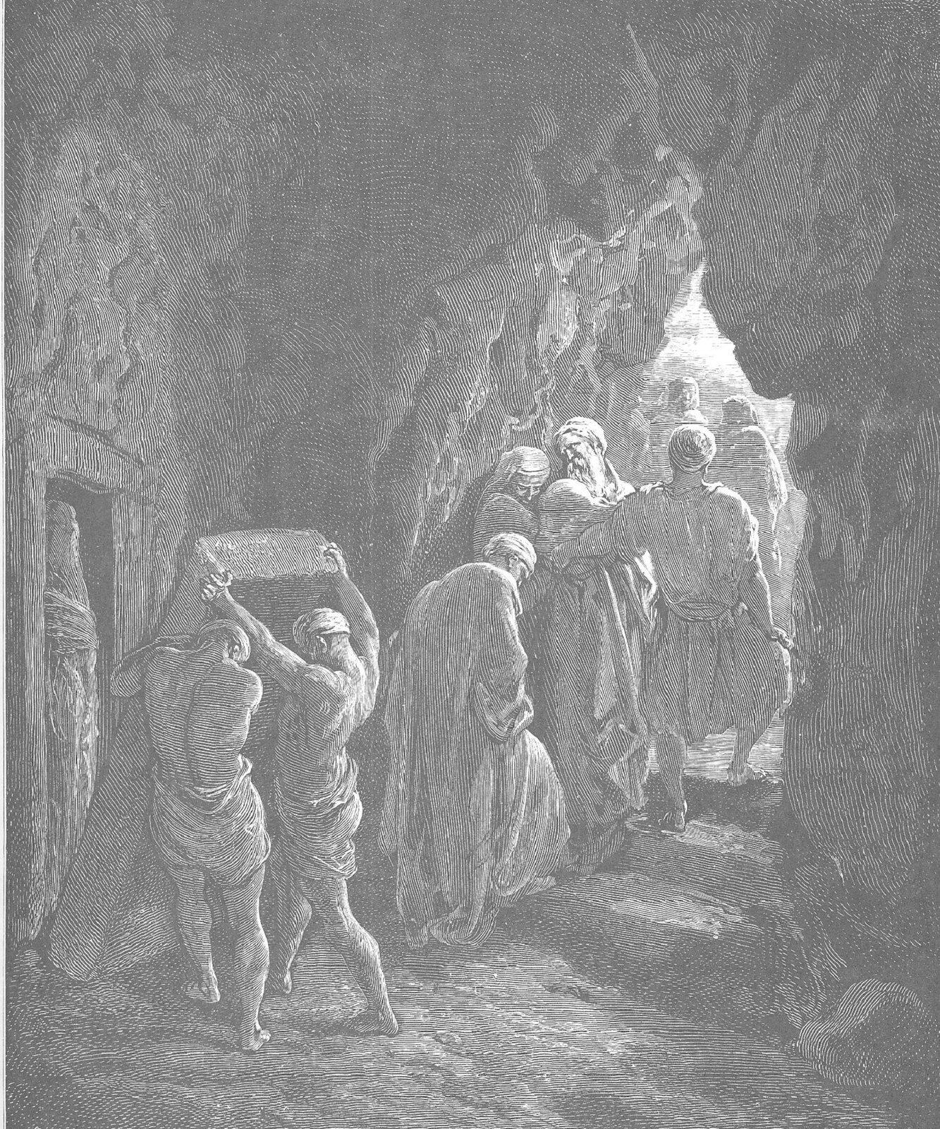 """ILustracja przedstawia obraz """"Pogrzeb Sary"""" autorstwa Gustawa Doré. Obraz ukazuje pogrzeb postaci oimieniu Sara. Wuroczystości bierze udział kilkoro postaci. Postaci opuszczają jaskinię, idąc na zewnątrz po kamiennych schodach. Dwóch mężczyzn zamyka kryptę znajdującą się wścianie, przesuwając ogromny kamień."""