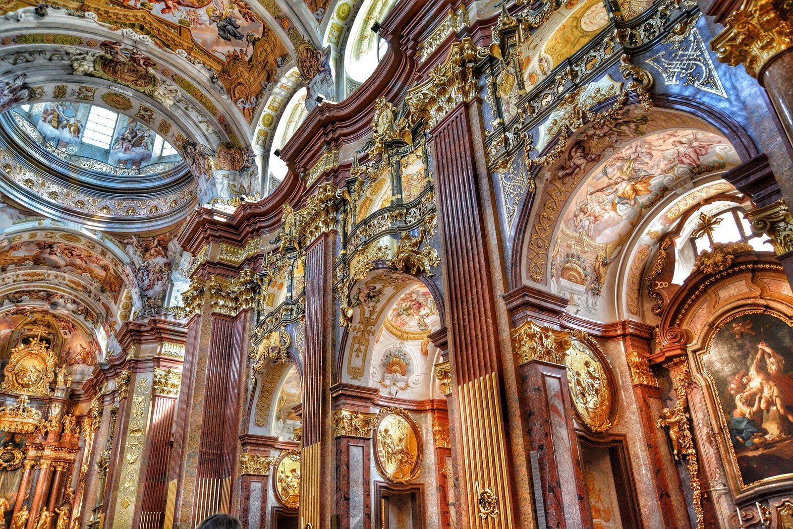 Barokowe wnętrze kościoła wMelku (Austria) Barokowe wnętrze kościoła wMelku (Austria) Źródło: domena publiczna.