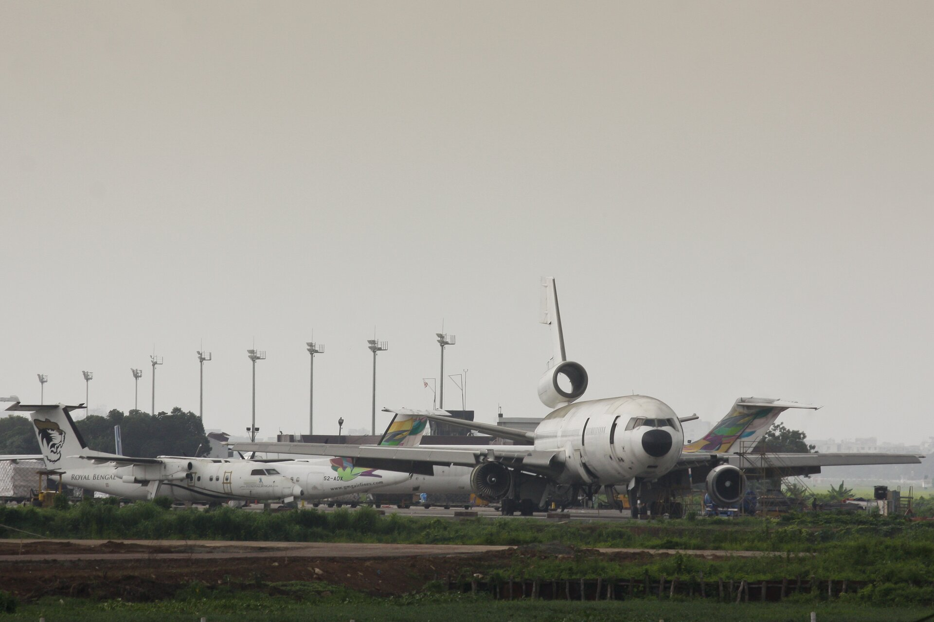 Cmentarzysko samolotów Źródło: Faisal Akram, fotografia, licencja: CC BY-SA 2.0.