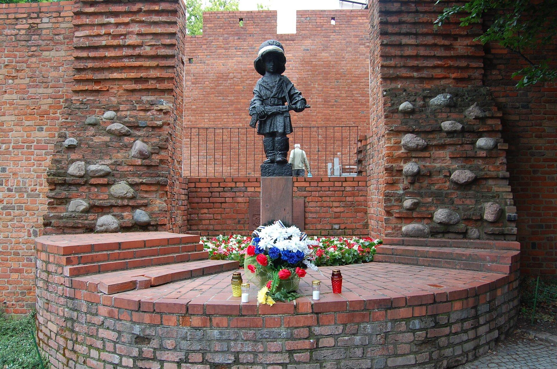 Pomnik Małego Powstańca Pomnik Małego Powstańca Źródło: Kalinka261015, licencja: CC BY-SA 3.0.