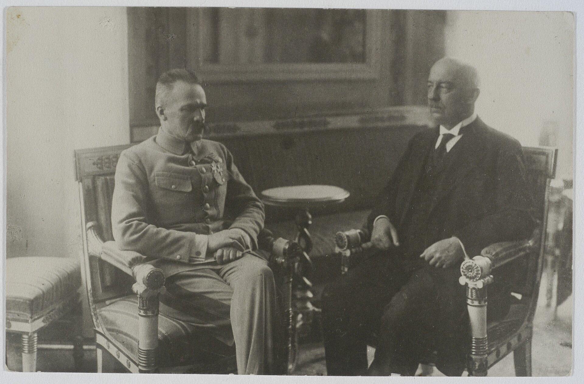 Spotkanie Józefa Piłsudskiego zGabrielem Narutowiczem Źródło: Spotkanie Józefa Piłsudskiego zGabrielem Narutowiczem , domena publiczna.