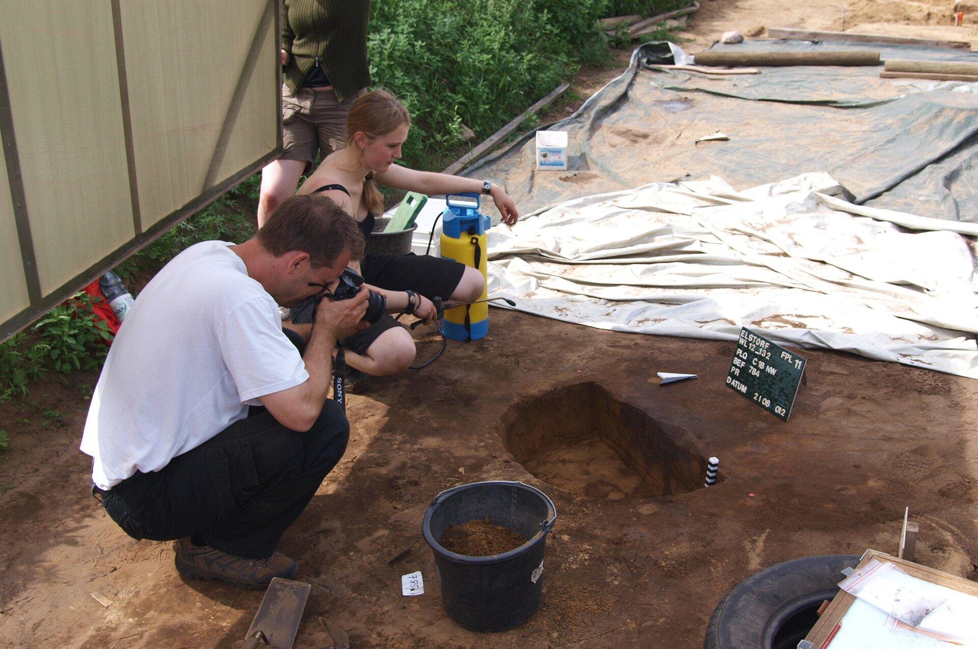 Archeolodzy przy pracy Archeolodzy przy pracy Źródło: Bullenwächter, Wikimedia Commons, licencja: CC BY-SA 3.0.