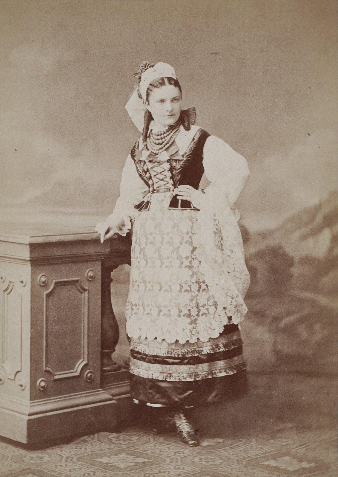 Maria Badeni wstroju ludowym, ok. 1875 Maria Badeni wstroju ludowym, ok. 1875 Źródło: domena publiczna.