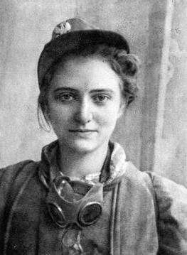 Łączniczka ze Starówki Zdjęcienr 1 Źródło: Łączniczka ze Starówki, 1944, domena publiczna.