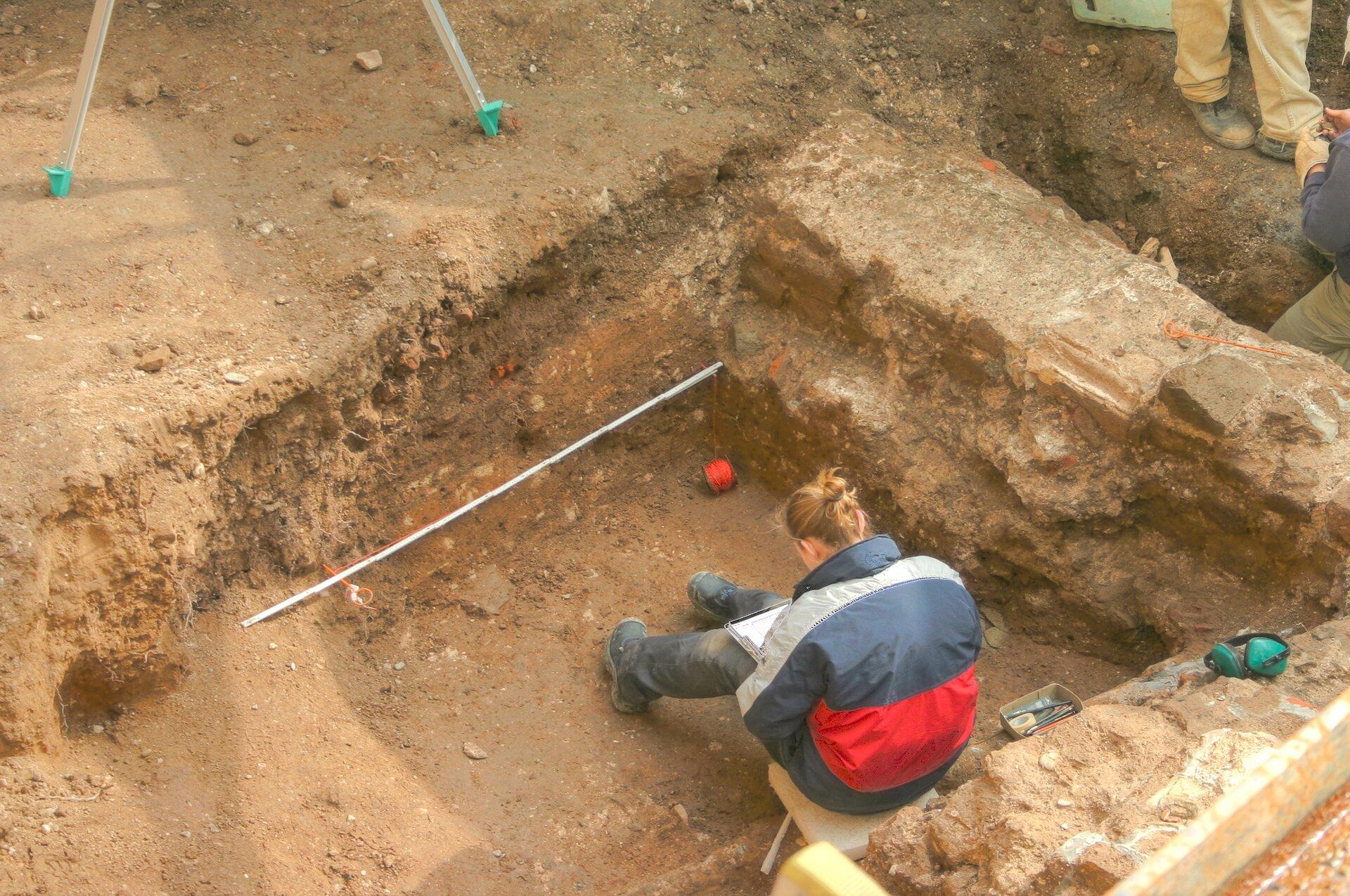 Praca archeologa Praca archeologa Źródło: Raimond Spekking, Wikimedia Commons, licencja: CC BY-SA 4.0.