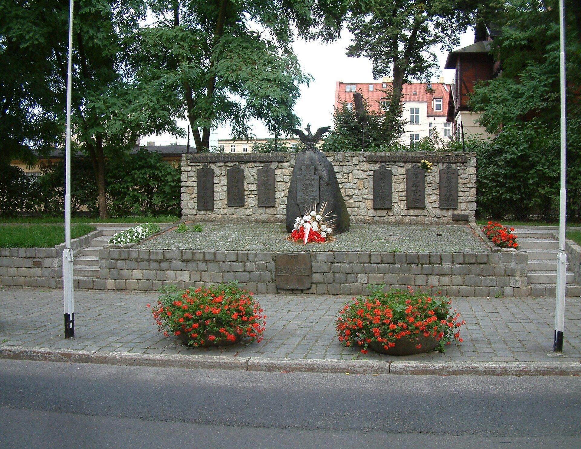 Pomnik ofiar poznańskiego czerwca 1956 Źródło: Radomil, Pomnik ofiar poznańskiego czerwca 1956, Fotografia, licencja: CC BY-SA 3.0.