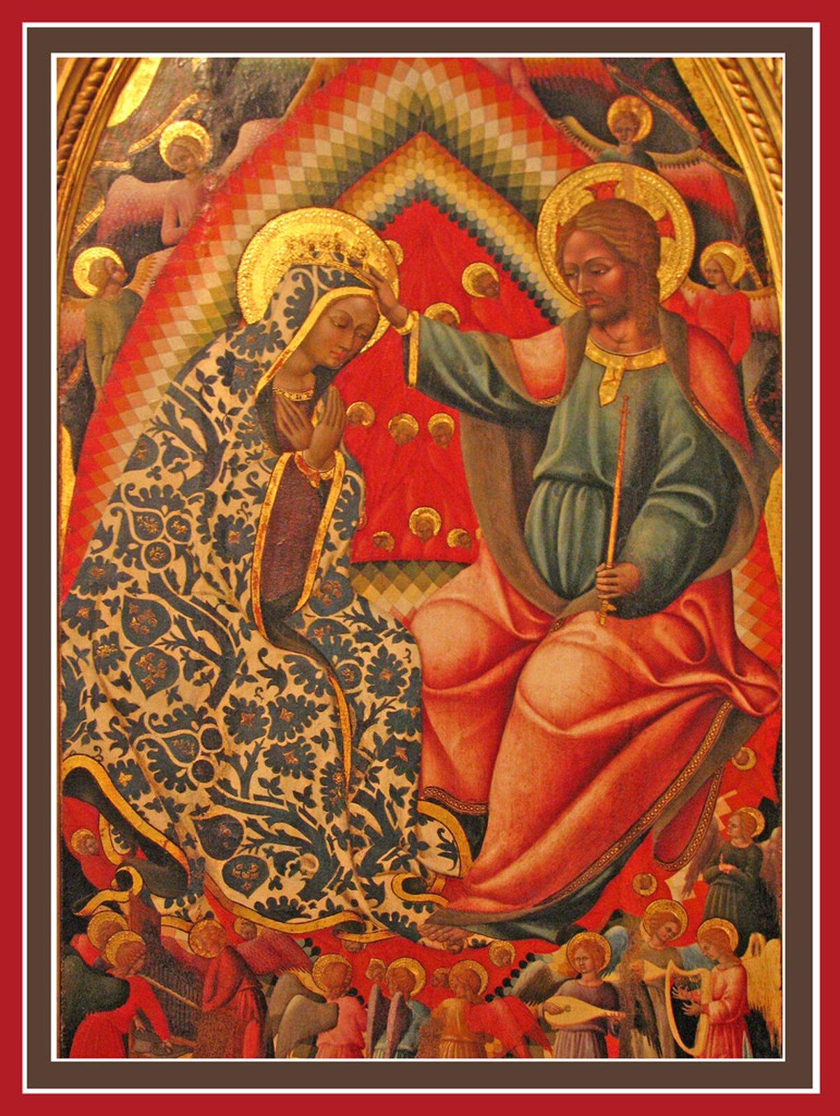 """Ilustracja przedstawia obraz Bartolomea di Tommasa """"Koronacja Najświętszej Marii Panny"""". Wcentrum znajduje się ubrana wkwiecisty płaszcz Matka Boska iChrystus. Siedzą naprzeciw siebie na tronie zwieńczonym trójkątną tęczą, aich głowy otaczają złote nimby. Jezus zakłada na głowę Matki Boskiej koronę. Scenę ze wszystkich stron otaczają aniołowie. Wdolnej części grają na instrumentach."""