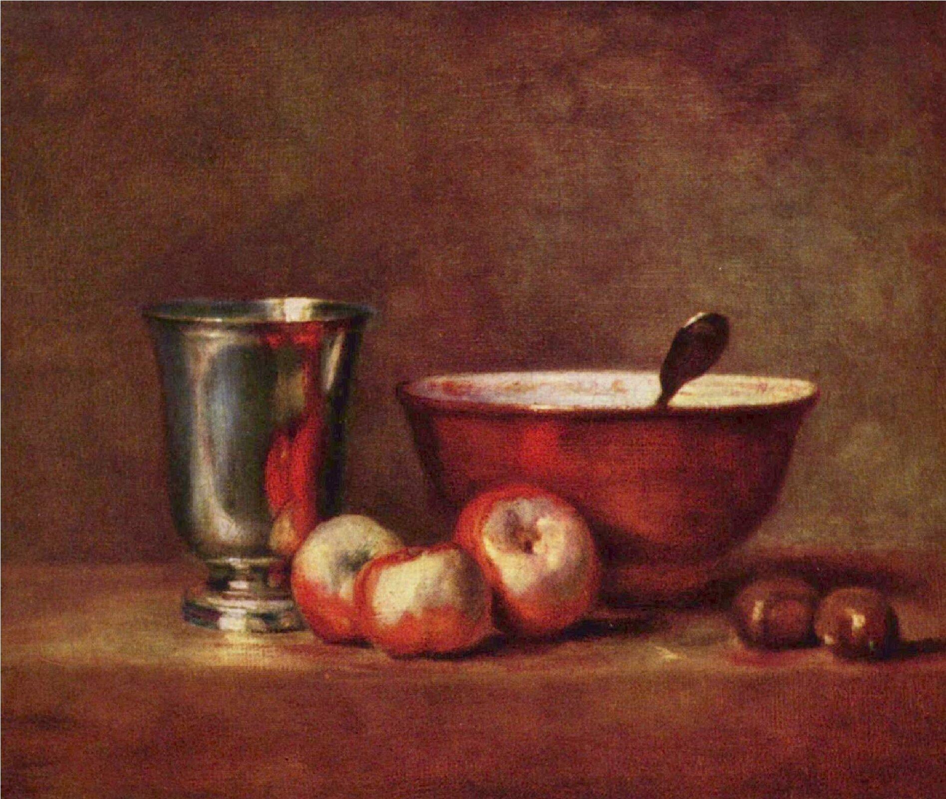 """Ilustracja przedstawia obraz """"Martwa natura"""" autorstwa Jeana-Baptistea Chardina. Wcentrum statycznej kompozycji znajduje się metalowy, podłużny kielich oniskiej nóżce, natomiast obok stoi czerwona misa zbiałym wnętrzem, zktórej wystaje metalowa rączka łyżki. Przed naczyniami ułożone są trzy, czerwono-żółte jabłka oraz dwa kasztany. Wszystkie przedmioty znajdują się na brązowej draperii przykrywającej stół. Tło stanowi brązowa, poprzecierana ściana. Całość obrazu namalowana jest luźno, bez zbędnej dbałości oszczegół, mimo to artyście udało się wiernie oddać różny rodzaj materii przedmiotów: gładkość misy ibłyszczącego kielicha, delikatność owoców czy chropowatość ściany. Dzieło wykonane jest wtechnice olejnej. Ciepła, wąska gama barwna ogranicza się do brązów, czerwieni izłamanych zieleni."""