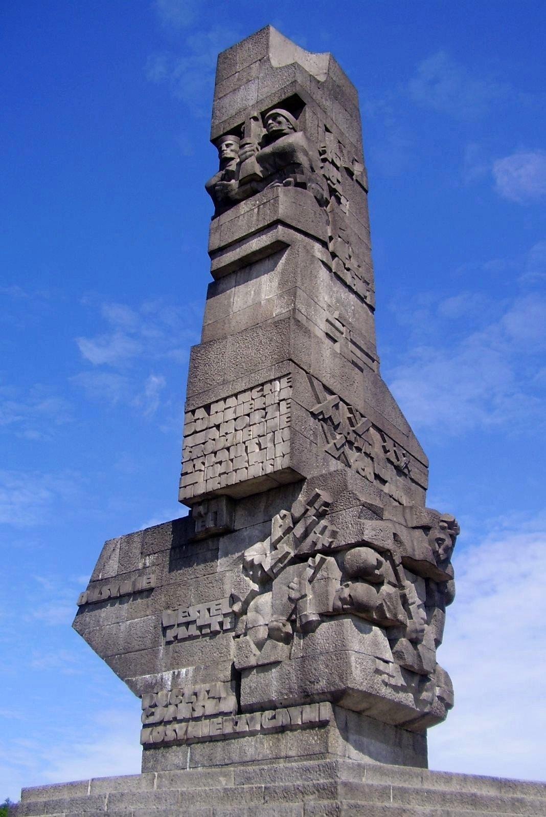 Pomnik obrońców Wybrzeża Pomnik obrońców Wybrzeża Źródło: Wisniowy, domena publiczna.