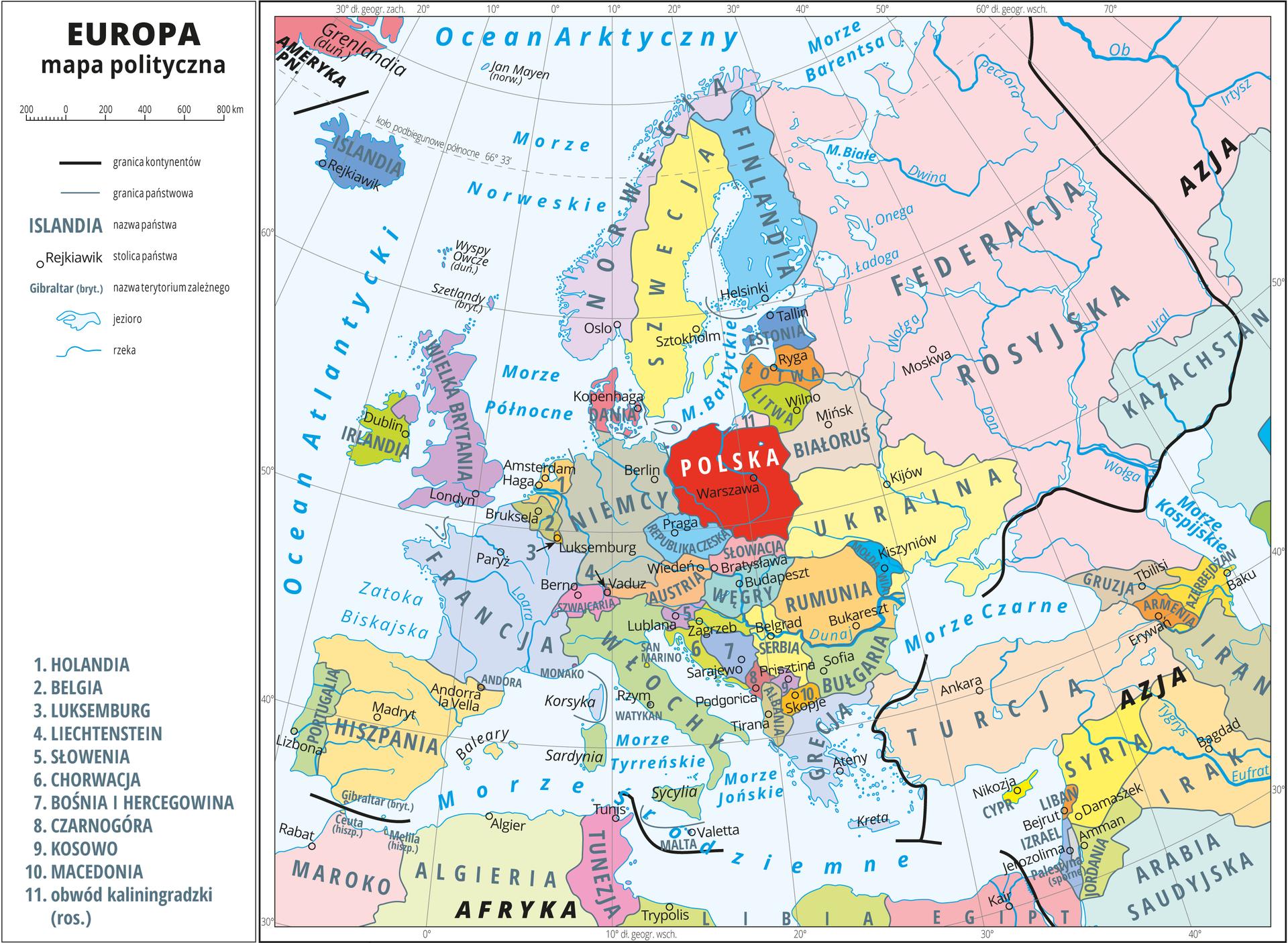 Ilustracja przedstawia mapę polityczną Europy. Państwa wyróżnione kolorami iopisane. Oznaczono iopisano stolice. Morza zaznaczono kolorem niebieskim iopisano. Mapa pokryta jest równoleżnikami ipołudnikami. Dookoła mapy wbiałej ramce opisano współrzędne geograficzne co dziesięć stopni.