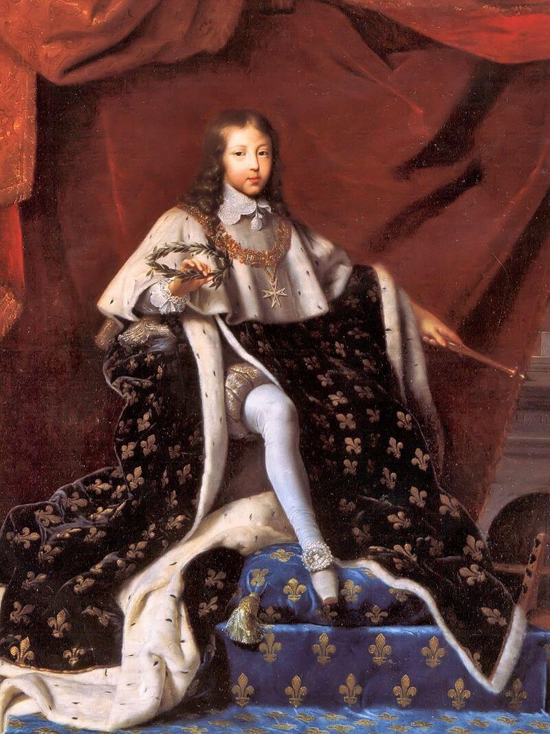 Francuski malarz Henri Testelin namalował obraz ukazujący młodego Ludwika IV podczas koronacji (choć został następcą tronu jako 5-latek, to do jego 22 roku życia władzę faktycznie sprawował kardynał Jules Mazarin). Francuski malarz Henri Testelin namalował obraz ukazujący młodego Ludwika IV podczas koronacji (choć został następcą tronu jako 5-latek, to do jego 22 roku życia władzę faktycznie sprawował kardynał Jules Mazarin). Źródło: 1648, olej na płótnie, Palace of Versailles, domena publiczna.