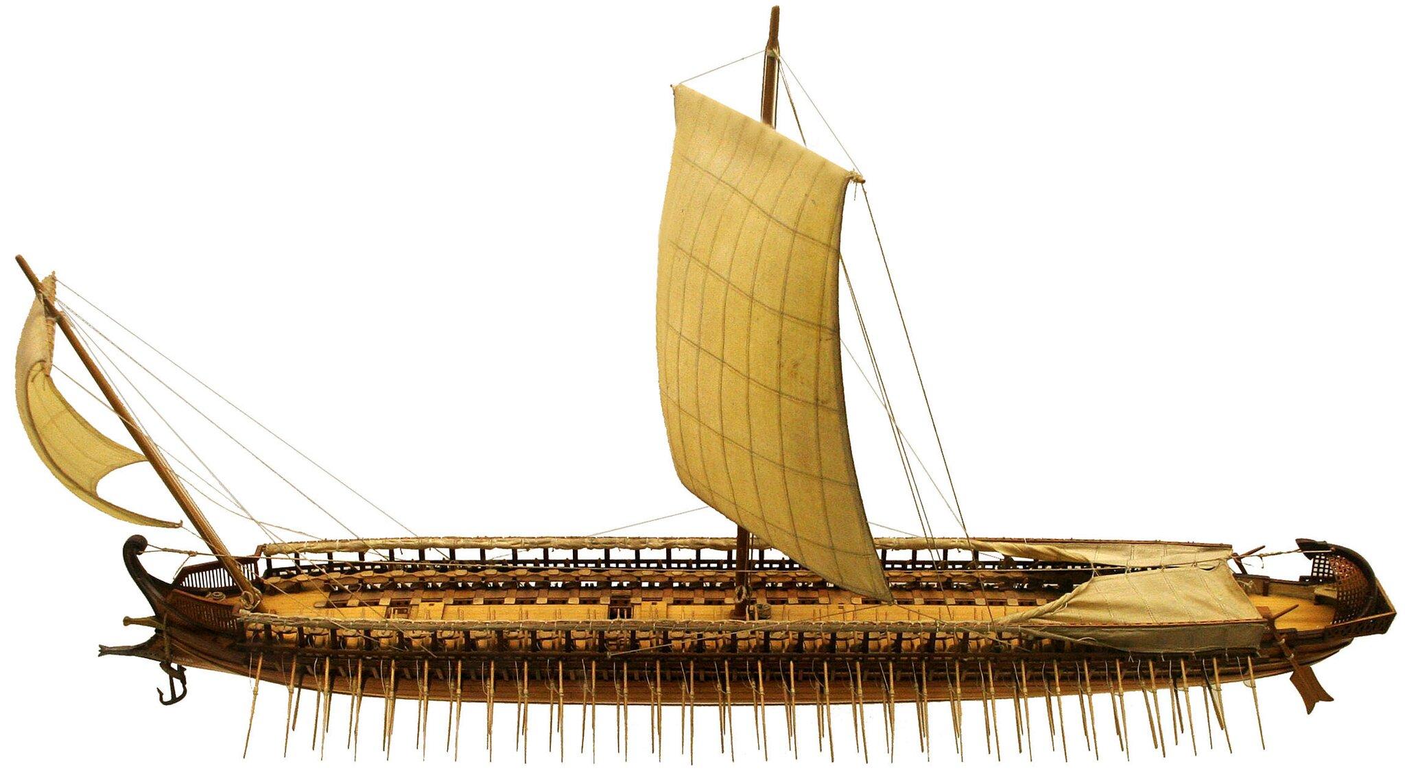 Grecka triera – okręt wojenny ztrzema rzędami wioseł Grecka triera – okręt wojenny ztrzema rzędami wioseł Źródło: MatthiasKabel, Muzeum Niemieckie, Monachium, licencja: CC BY-SA 3.0.