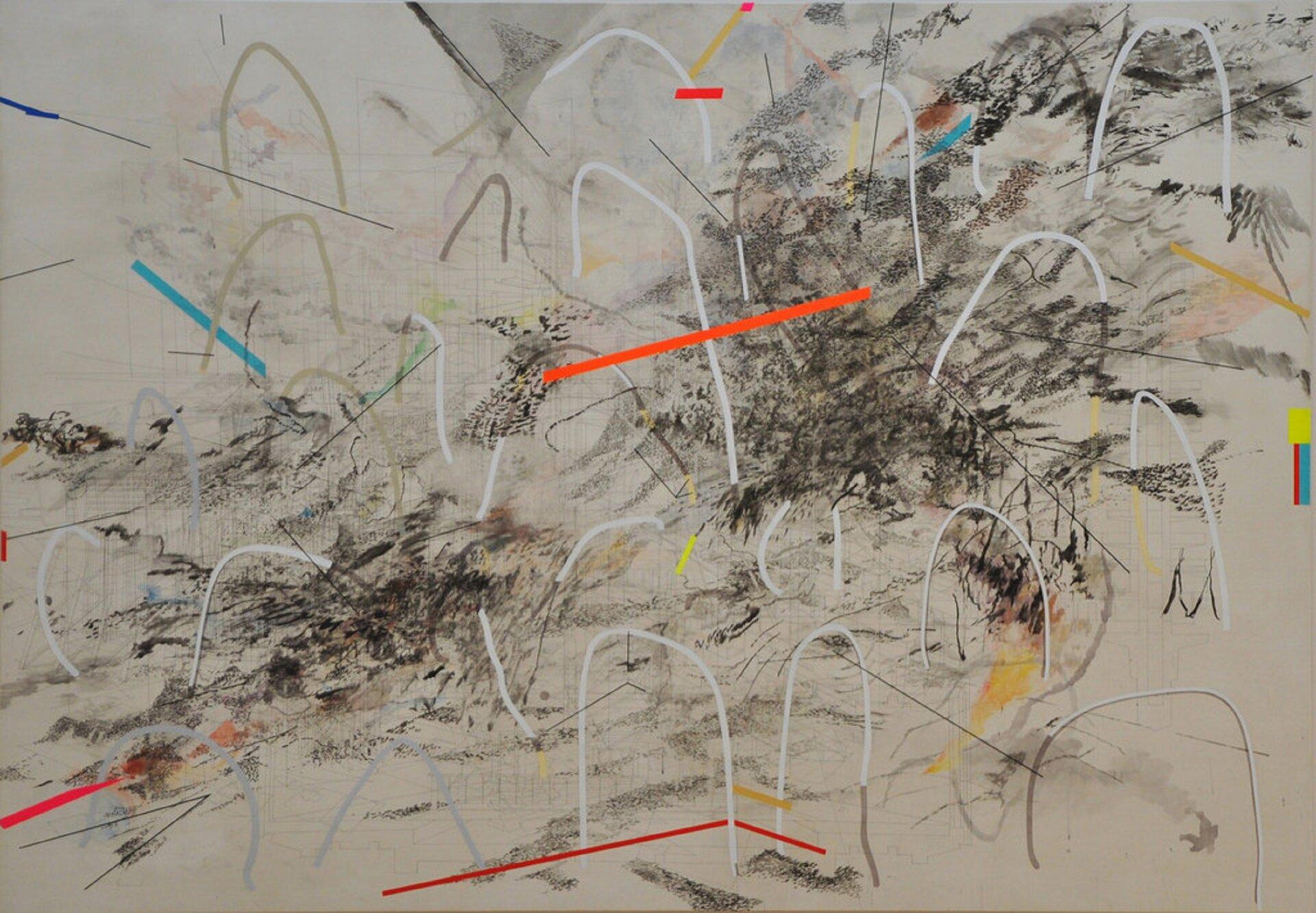 """Ilustracja przedstawia obraz Julie Mehretu """"Pół się unosi apół opada"""". Ukazuje abstrakcję. Na beżowym tle zdelikatnymi, cienkimi kreskami, znajdują się czarne, nieregularne plamy, narysowane prawdopodobnie węglem. Na nich narysowane są białe łuki oraz proste linie wkolorach: czerwonym, pomarańczowym, niebieskim. Obraz jest chaotyczny."""