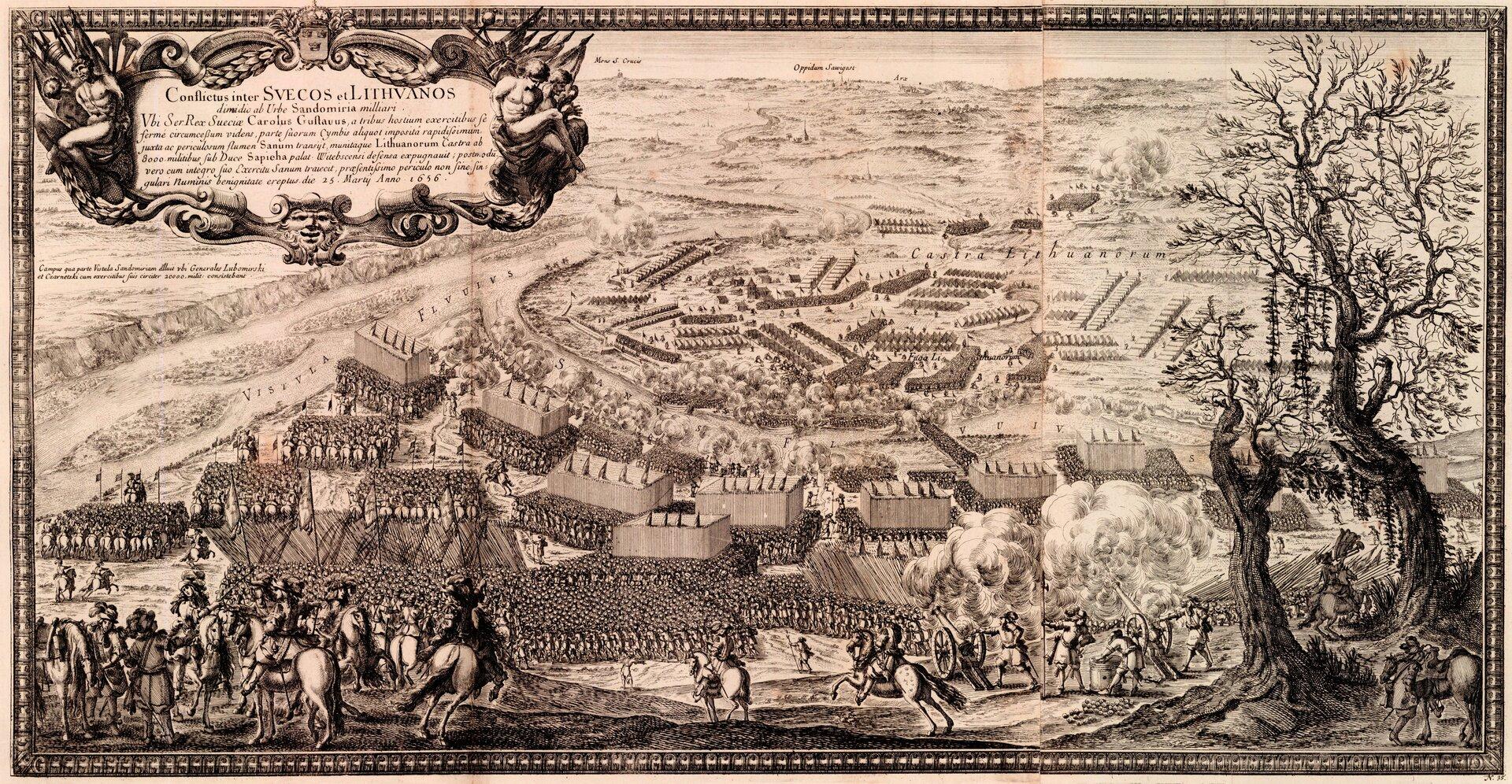 Samuel von Pufendorf, Oczynach Karola Gustawa, króla Szwecji, komentarzy ksiąg siedem, Norymberga 1696 Obóz szwedzki pod Sandomierzem został otoczony przez przeważające prawie czterokrotniesiłypolskie ilitewskie. Zodsieczą natychmiast ruszyli zWarszawy szwedzcyrajtarzy idragonia. Przeciwko nim skierowana została jazda Czarnieckiego. Do starcia jednak nie doszło, gdyż wojska szwedzkie dostały rozkaz wycofania się na powrót do stolicy. Wtej sytuacji oddziały Czarnieckiego iLubomirskiego zrezygnowały wtajemnicy zuczestniczenia wokrążeniu obozu szwedzkiego,ajego blokadę kontynuowało pospolite ruszenie ioddziałychłopskiepozorujące wojsko regularne. Źródło: Erik Dahlbergh, Samuel von Pufendorf, Oczynach Karola Gustawa, króla Szwecji, komentarzy ksiąg siedem, Norymberga 1696, 1696, domena publiczna.