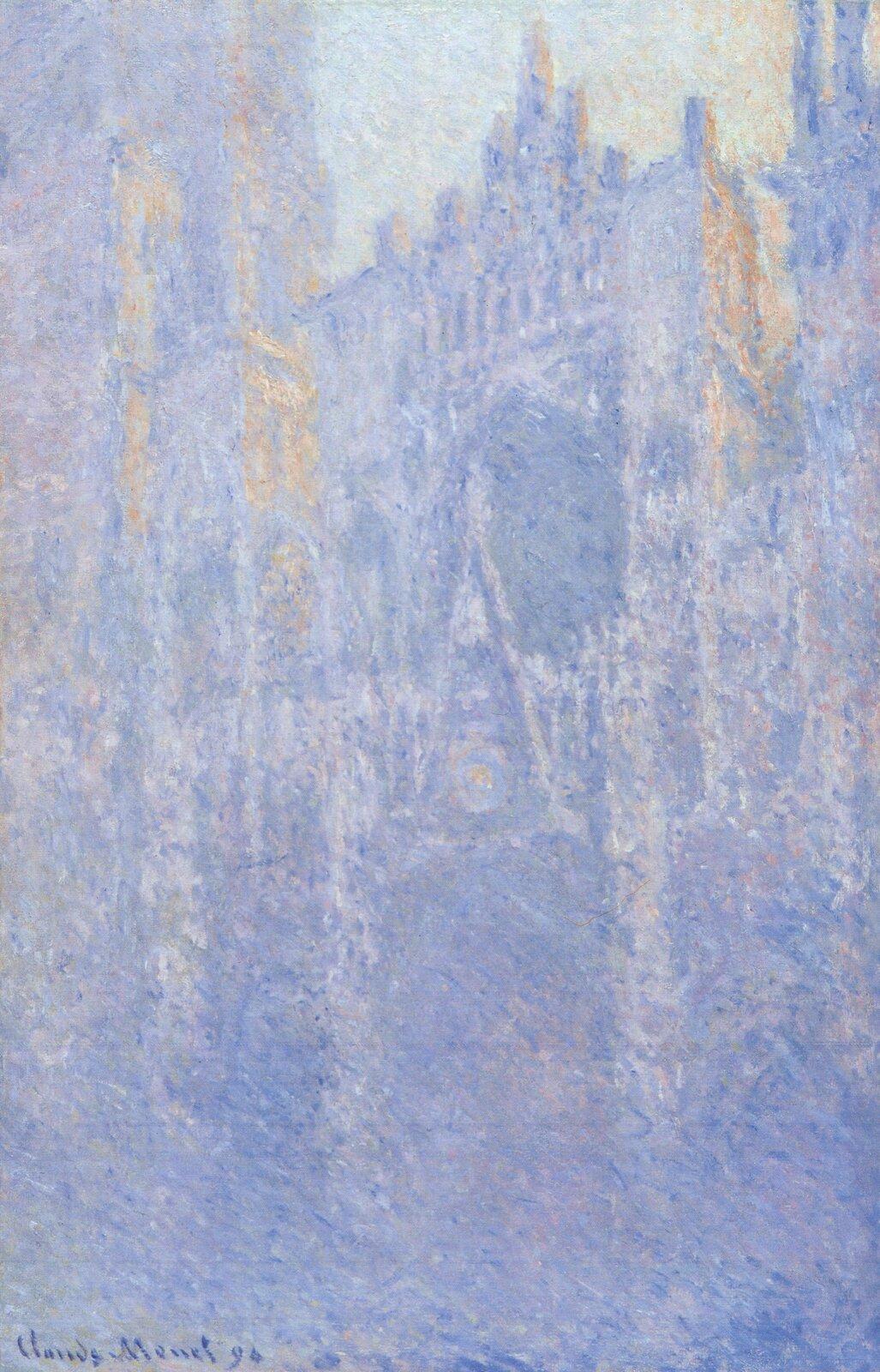 """Ilustracja przedstawia obraz olejny """"Katedra wRouen"""" autorstwa Clauda Moneta. Dzieło ukazuje fasadę katedry Notre-Dame wRouen. Płótno namalowane jest przy pomocą techniki puentylistycznej: drobnymi plamkami czystego koloru artysta stworzył iluzję światła iprzestrzeni. Dolna partia budowli rozmywa się wniebieskim, drgającym cieniu. Im wyżej, tym więcej wyłania się drobnych rzeźbionych elementów architektonicznych. Wgórnej partii obrazu namalowanych zostało kilka plam pomarańczowego światła układającego się na fasadzie irozświetlającego fragment nieba. Dzieło utrzymane jest wchłodnej, wąskiej, błękitno-granatowo-fioletowej gamie barw zkilkoma akcentami oranżów. Jest jednym z20 namalowanych przez Moneta obrazów przedstawiających fasadę katedry Notre Dame."""